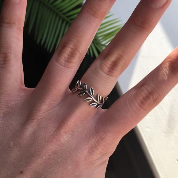 ed431f245 Pandora Laurel Wreath Ring Size 7. M_5a44027545b30c3a4e09f184